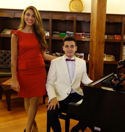 Genç Bestekar GÜNEŞ YAKARTEPE Akustik Kuyruklu Piyano Genç Piyanist Yeni Besteler Konseri Resitali Web Site Besteci Piyanist 1