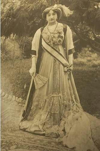 Ayşe Sultan OsmanoğluII. Abdülhamitin Kızıdır..osmanlı Hanedanlığı
