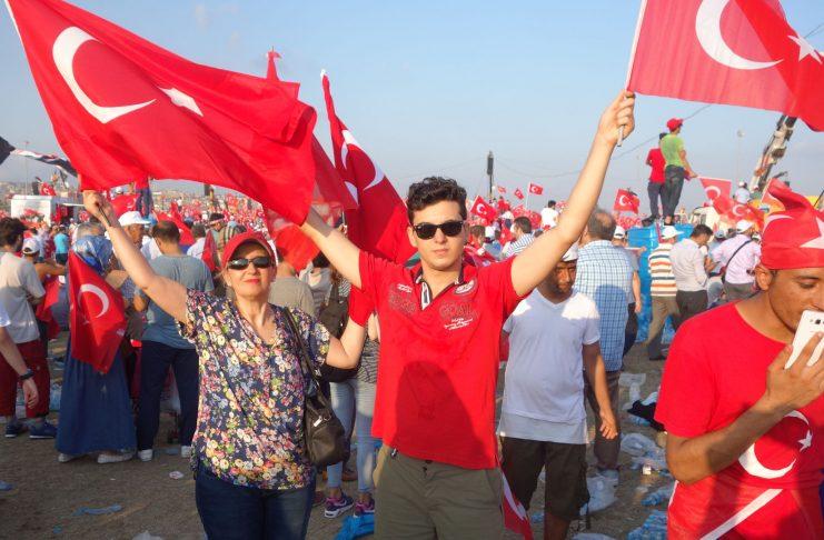 Genç Şair Bestekar 15 Temmuz Şehit Bayrak Nota Yeni Kitabı Basıldı. Şehitler Türkiye Vatan Millet Devlet Temalı Şiir Yeni BŞarkı Besteler Bestekar Bayrak Güneş Yakartepe Kimdir
